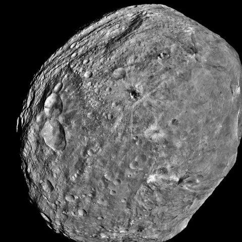 Scoperta una cometa senza coda composta come la Terra