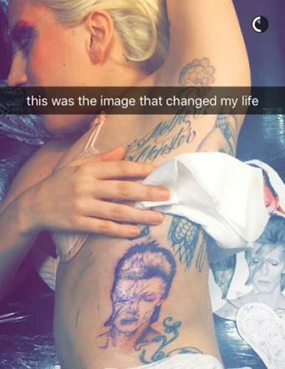 Lady Gaga tatuaggio dedicato a David Bowie