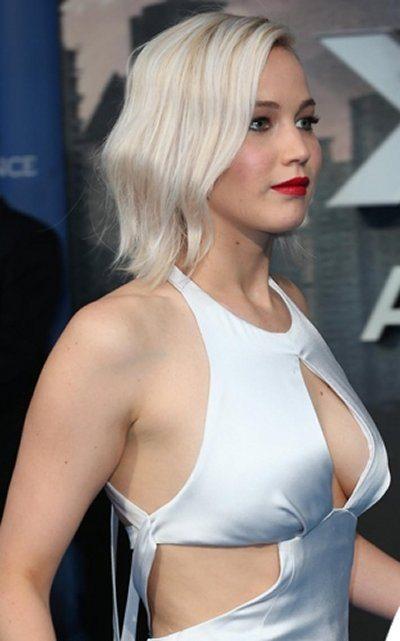 Jennifer Lawrence incidente sexy sul red carpet side boob in bella vista