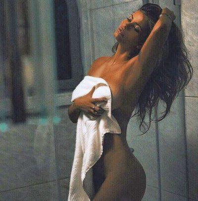 Natalia Mesa Bush tutta nuda augura il buongiorno