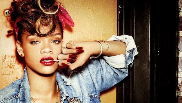 """Il fan twitta: """"Rihanna sarebbe più bella bianca"""" e lei lo blocca"""