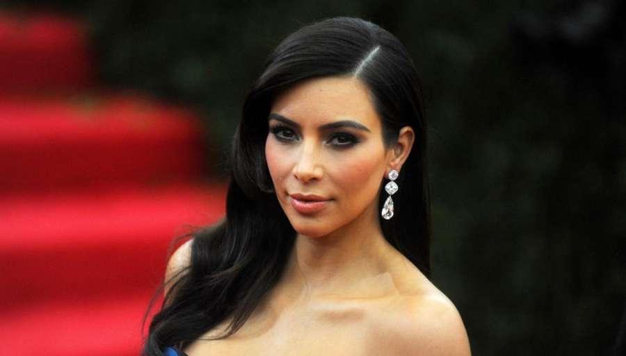 """Kim Kardashian scatena il panico, insulti alle costumiste per la taglia: """"Voleva la 42 ma è una 48"""""""