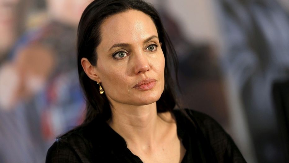 """Angelina Jolie stregata da Alessandro Baricco, acquistati i diritti di """"Senza sangue"""""""