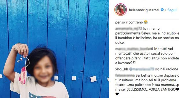 Belen Rodriguez, foto di Santiago su Instagram. Piovono gli insulti: «È brutto» e inizia la guerra tra i fan