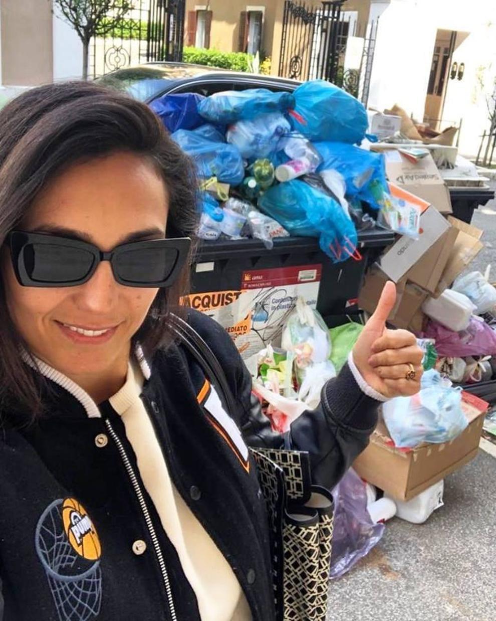 Roma, Caterina Balivo denuncia il degrado: «Immondizia, traffico, e buche. Sembra Napoli negli anni '90»