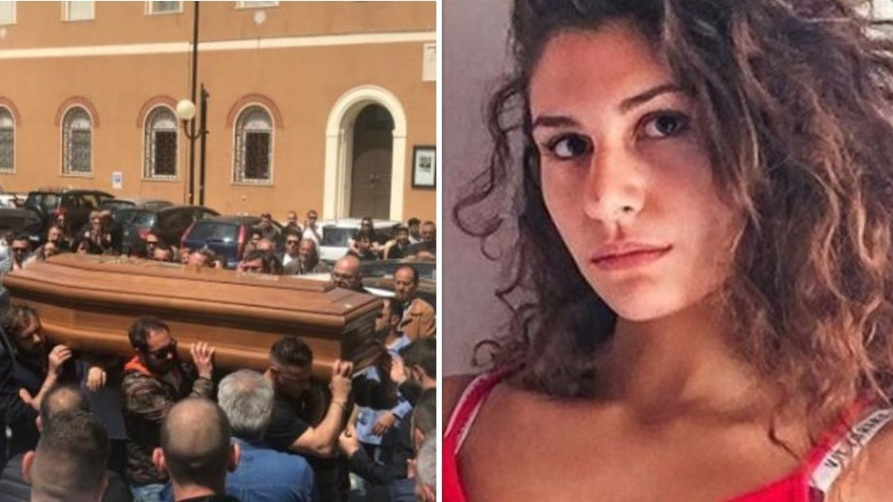 Monterotondo, i funerali del papà violento ucciso dalla figlia. Deborah e la mamma non ci sono. C'è chi urla: «Sei un grande»