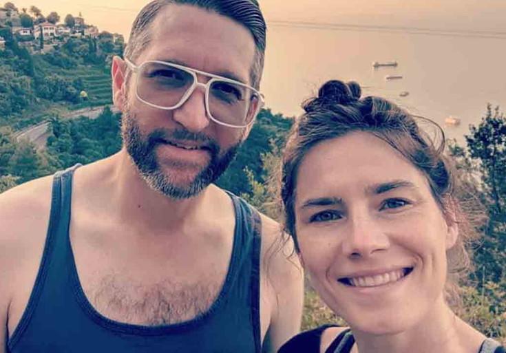 Amanda Knox senza soldi, lancia colletta online per la festa di nozze: «Ho speso tutto per il viaggio in Italia»