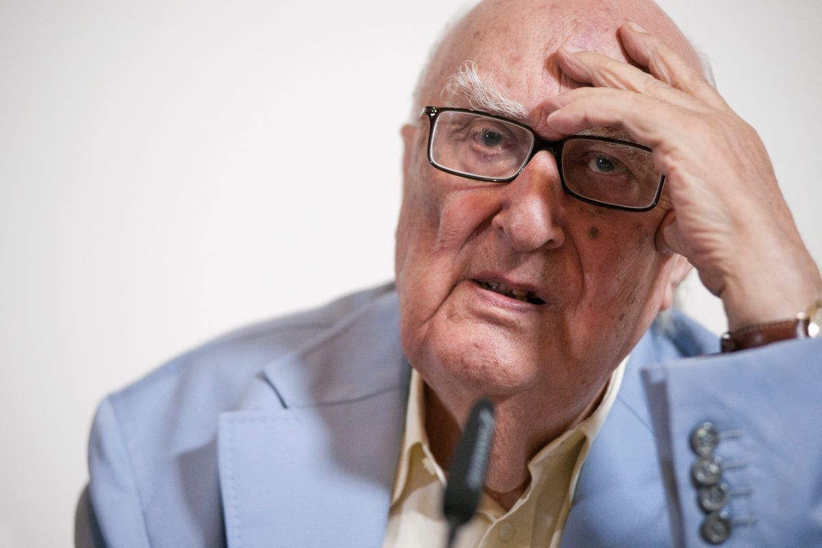 Andrea Camilleri morto oggi a Roma. Aveva 93 anni: «Le condizioni si sono aggravate nelle ultime ore»