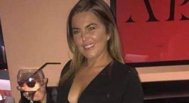 Si ubriaca al battesimo e si ritrova a Ibiza: «Non ricordo nulla e ora rischio di perdere il lavoro»