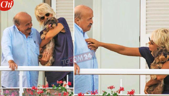 Maurizio Costanzo relax d'agosto con la De Filippi: