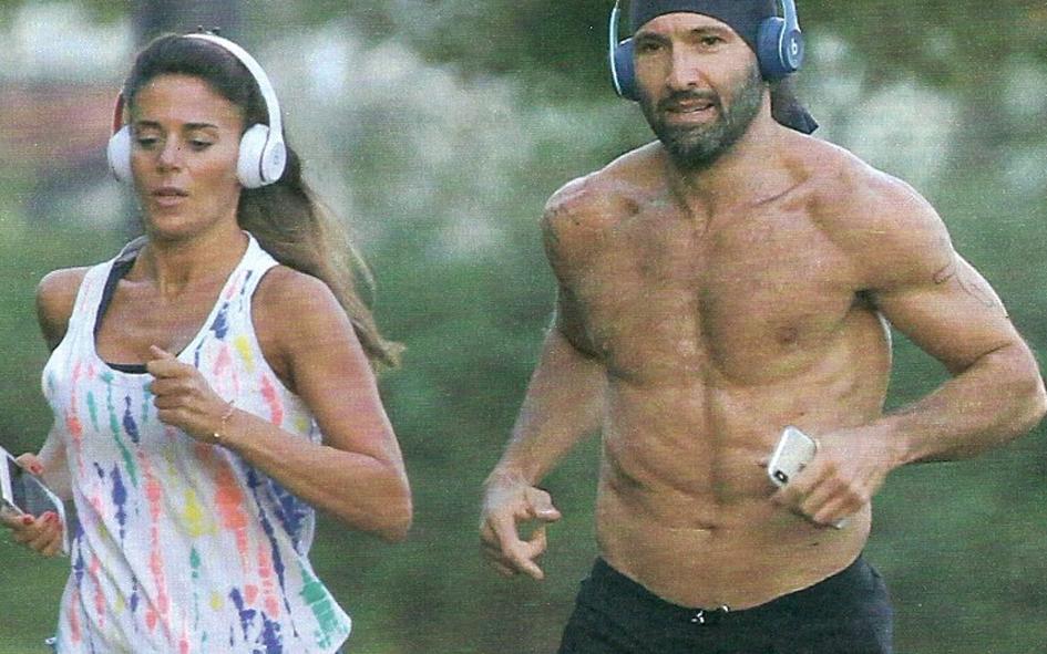 Walter Nudo ritrova l'amore: jogging
