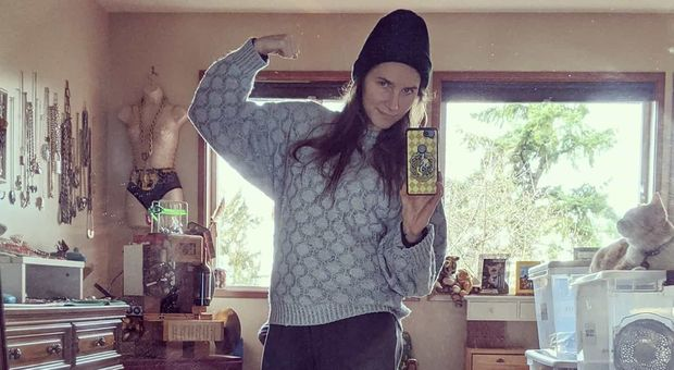 Amanda Knox vestita da detenuta, il post su Instagram genera la polemica