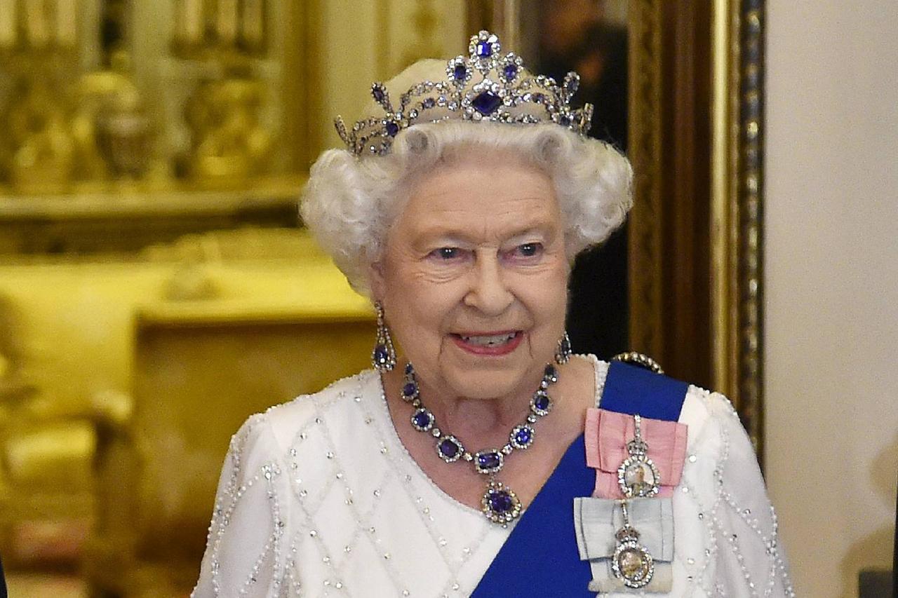 Coronavirus, le regina Elisabetta stasera parlerà in tv: ecco cosa dirà
