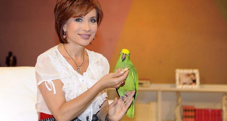 Alda D'Eusanio al Grande Fratello Vip, la nuova concorrente entrerà con l'inseparabile pappagallo