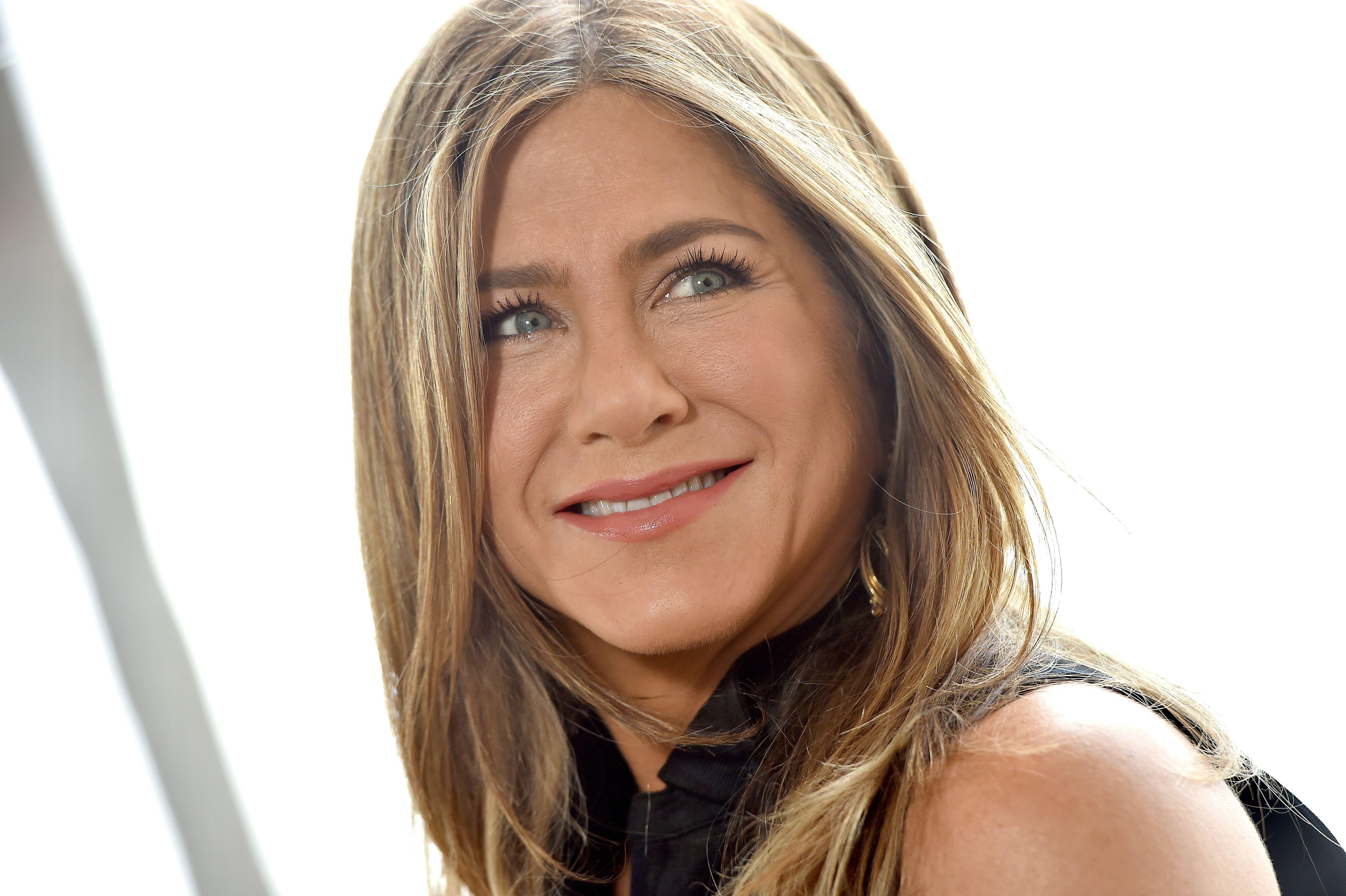 Jennifer Aniston diventa ancora più bionda e fa subito tendenza