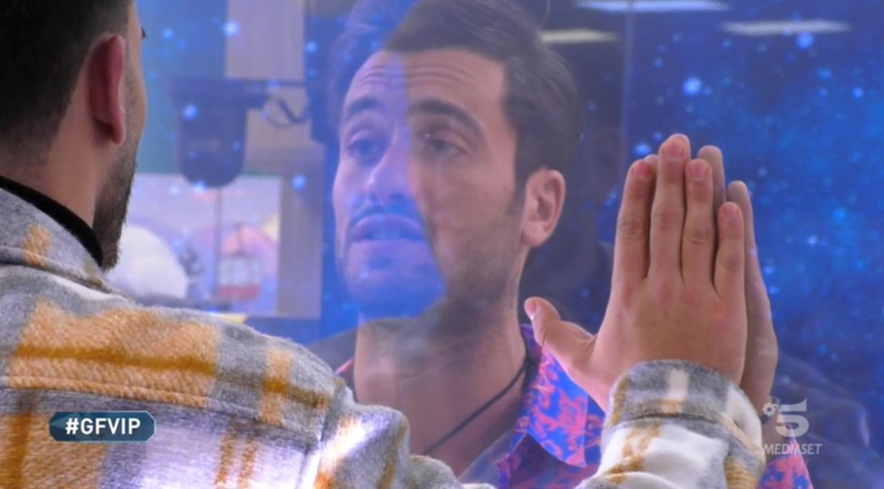 Pierpaolo Pretelli in lacrime nel confronto con il fratello: