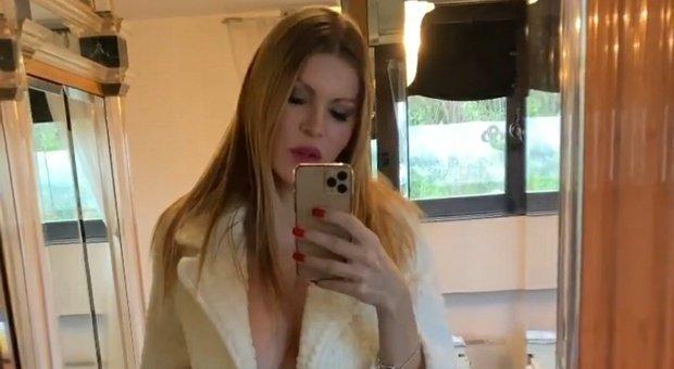 Rita Rusic supermamma a passeggio per Roma con Mario