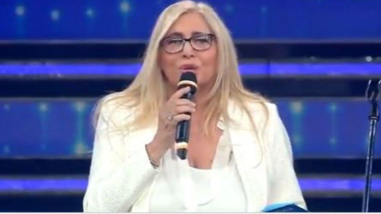 Mara Venier inviperita in diretta a Domenica In attacca la producer degli Extraliscio «Signora, se dia una calmata»