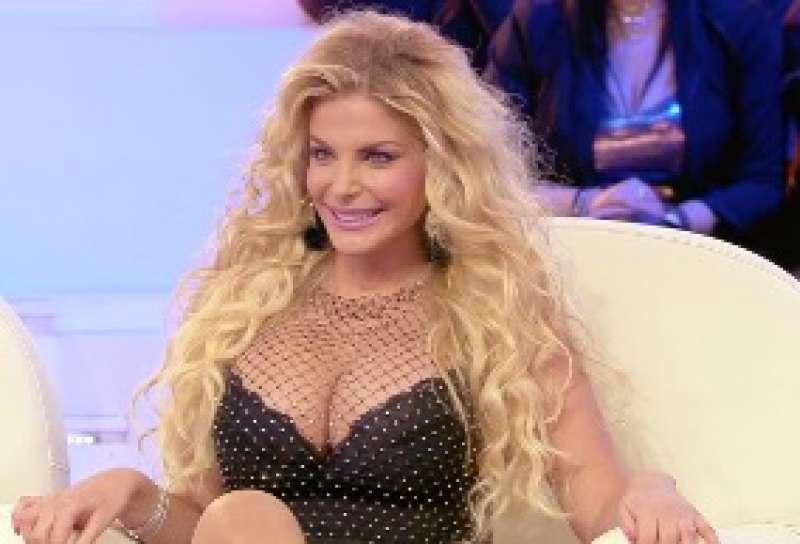 Francesca Cipriani, l'annuncio: «Nuovo intervento estetico, sarò una via di mezzo fra Barbie e Kim Kardashian»