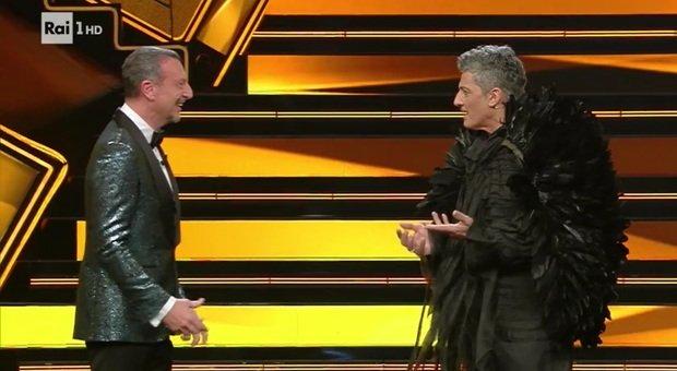 Fiorello, la battuta hot ad Amadeus all'inizio della seconda serata: «Adesso scoppia la polemica»