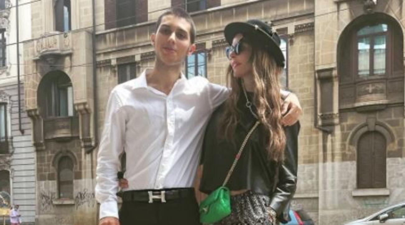 Carlos Corona ha sostenuto l'esame di maturità, l'abbraccio con Nina Moric