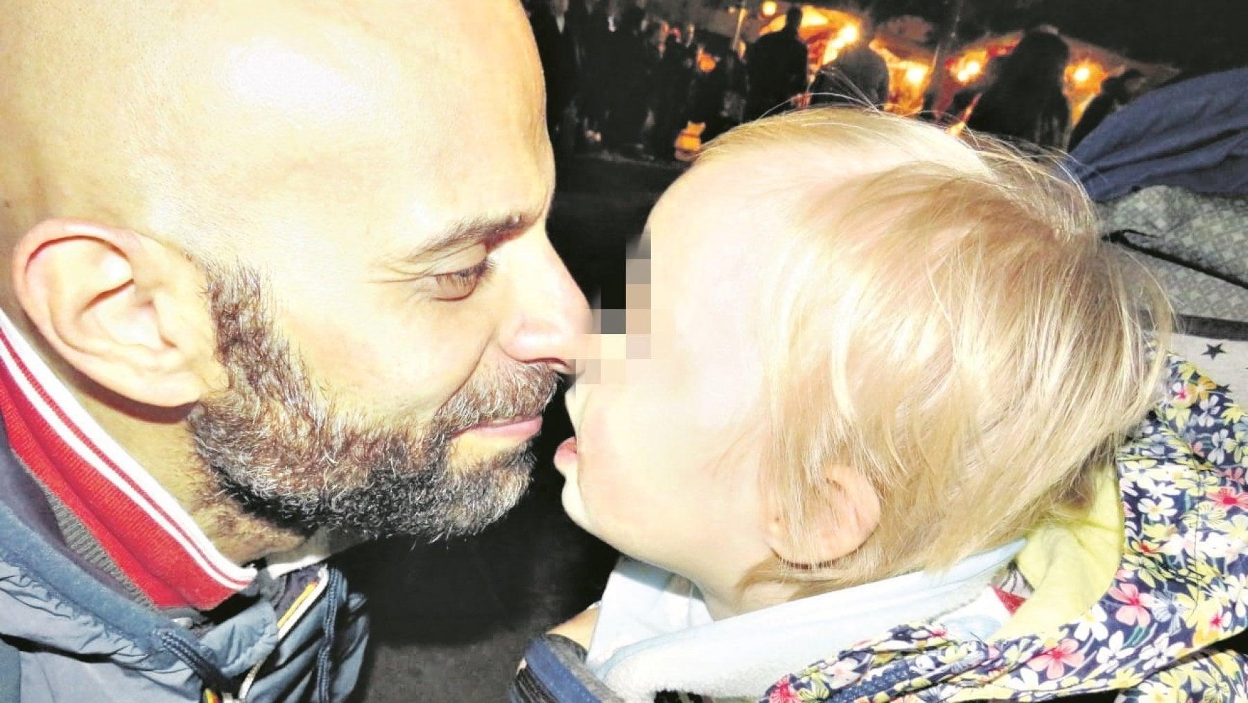 Luca Trapanese a Oggi è un altro Giorno: «Alba abbandonata perché con la sindrome di Down. Per me è perfetta»