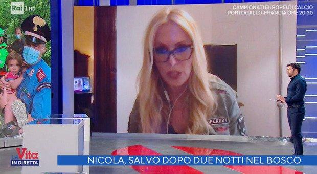 Nicola, Roberta Bruzzone choc a Vita in Diretta: «Come si è infilato i sandali a 21 mesi? Ci sono delle cose che non tornano»