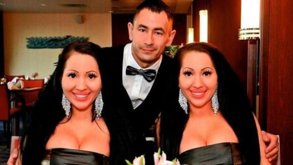 Gemelle sposano lo stesso uomo dopo 10 anni insieme: «Stiamo provando a rimanere incinta nello stesso momento»