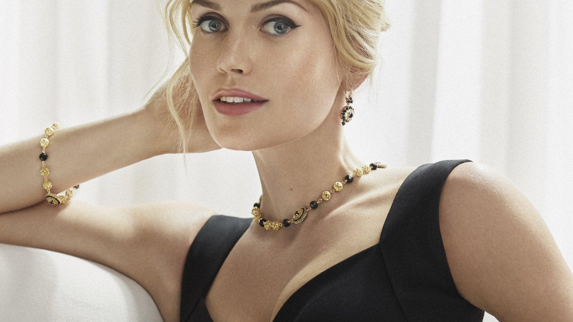Lady Diana, la nipote Kitty Spencer in Italia per sposarsi: per lei un abito Dolce & Gabbana
