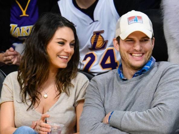 Gli attori Ashton Kutcher e Mila Kunis e la rivelazione choc: «Ci laviamo solo se indispensabile»