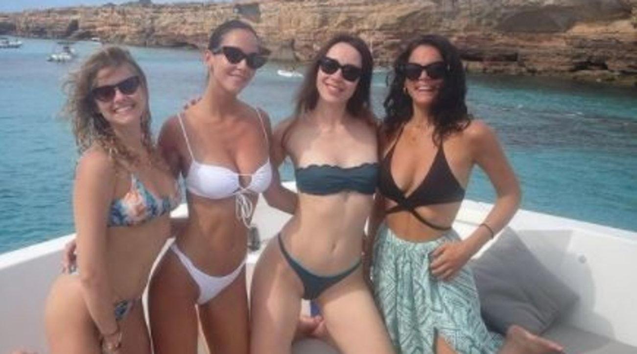 Aurora Ramazzotti in vacanza con le amiche, guarda cosa combina