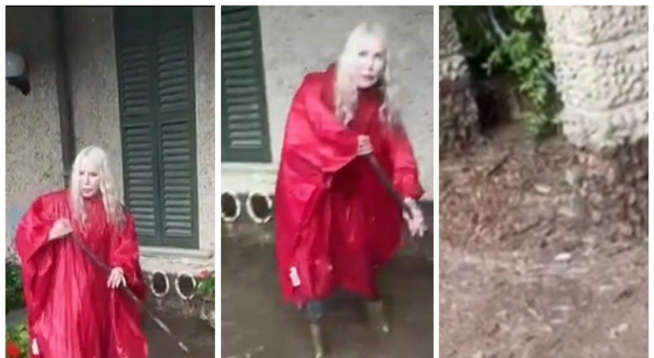 Ivana Spagna, il dramma dell'alluvione al lago di Como: spazza il fango dalla villa. «E' pazzesco»