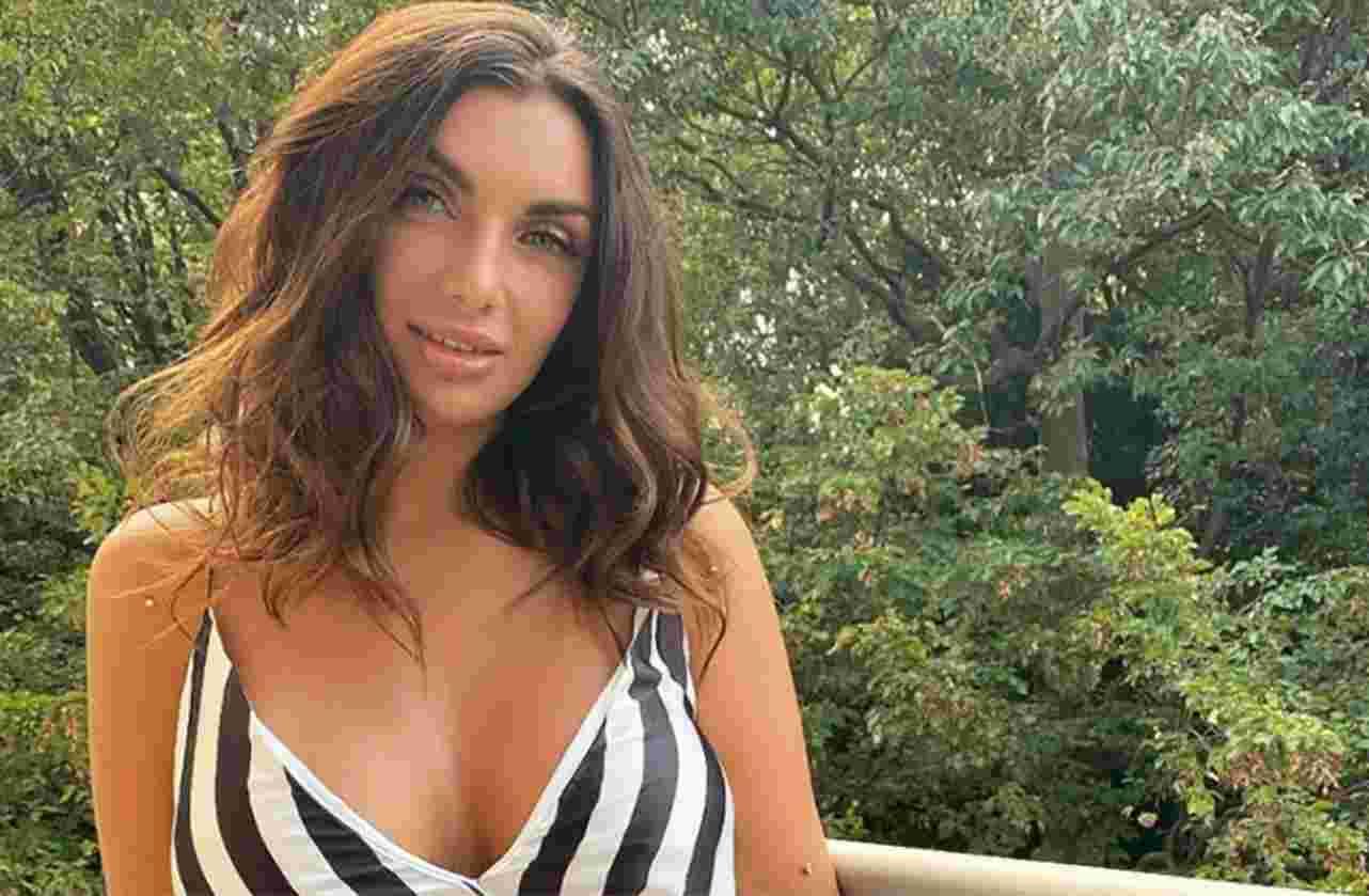 Elettra Lamborghini incinta? Fan entusiasti dall'annuncio: «Ciao da noi 3». Ma non è quel che sembra