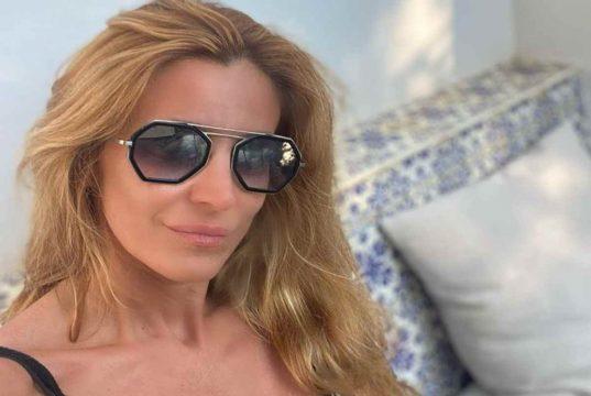 Il dolore di Adriana Volpe a Verissimo: «Il mio ex marito ha detto delle cose gravi ma è una persona fragile che ha dei problemi»