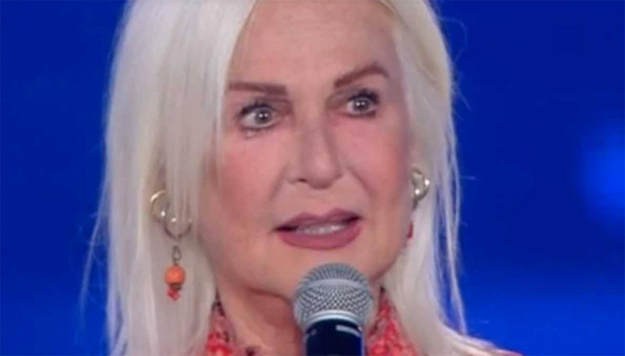 Domenica In, Loretta Goggi lascia il web per i troppi insulti: «Festa rovinata, ecco cosa mi hanno scritto...»