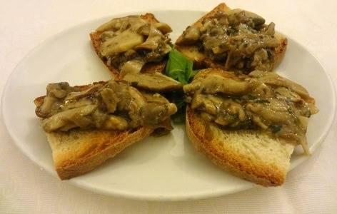 Crostini con funghi Porcini e Timo croccanti