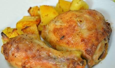 Cosce di pollo con patate al forno