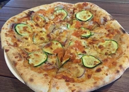 Pizza con Zucchine e Salsiccia