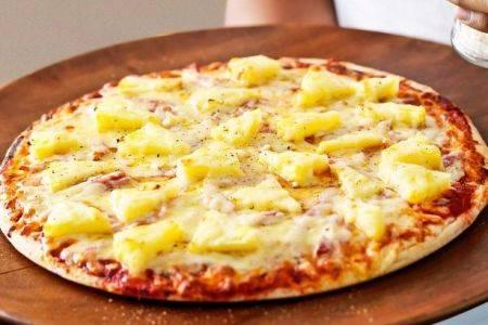 Pizza Hawaii con prosciutto e ananas