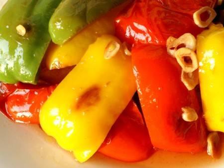 Peperoni grigliati saporiti