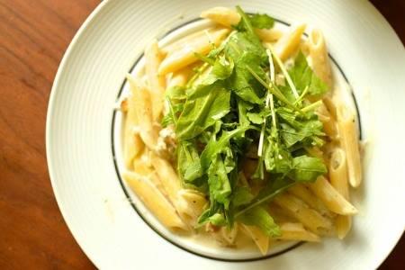 Insalata di pasta con noci e gorgonzola