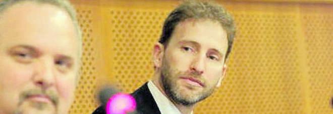 M5S, basta con casalinghe e disoccupati, Casaleggio jr vuole notai e avvocati