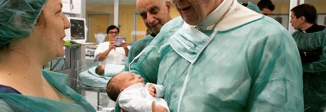 Papa Francesco appoggia la poppata in pubblico