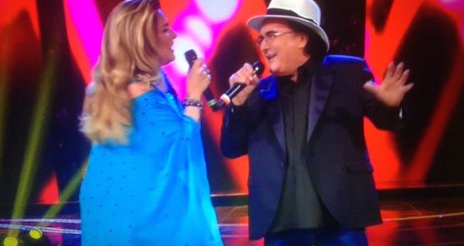 """""""Bacio! Bacio! Chiede il pubblico!"""", ma Albano respinge Romina."""
