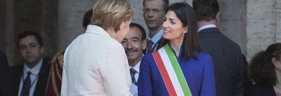 "Le gaffe della Merkel davanti alla sindaca Raggi: ""E' lei la sindaca presumo!""."