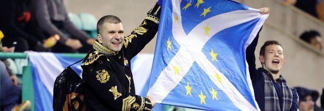 Brexit, la Scozia vuole restare in Europa, dice si al referendum per l'indipendenza.