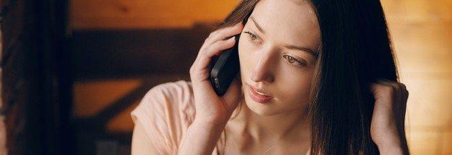 """""""Mezz'ora al telefono può causare mal di testa"""", ecco lo studio."""