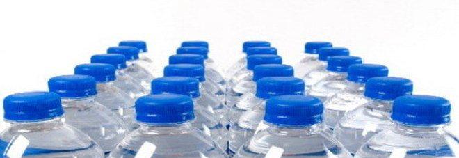 Attenzione alle bottiglie di plastica di acqua minerale esposte al sole