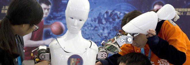 Due robot iniziano a parlare una lingua sconosciuta fra loro, paura tra gli scenziati
