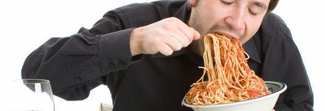 Mangiare in fretta fa male al cuore e al girovita, lo studio